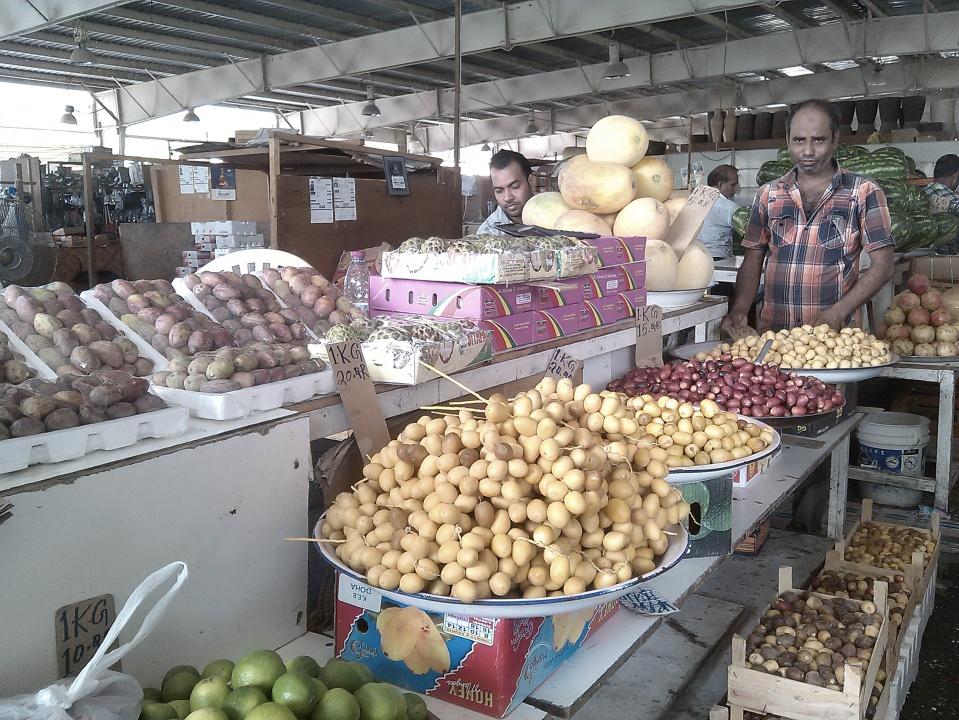 Pasar tradisional yang menjual kurma segar